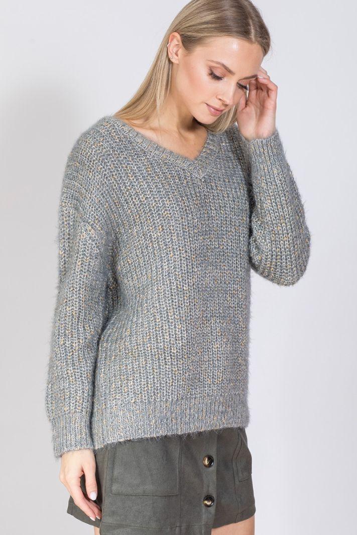 Margas megztinis su V formos iškirpte