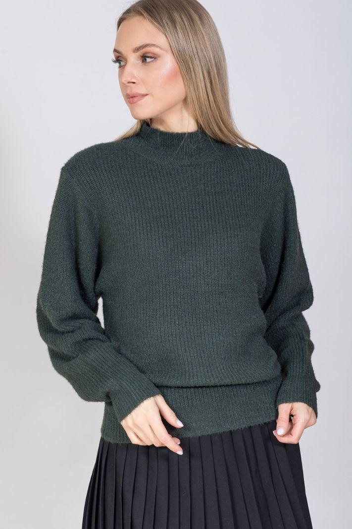 Chaki spalvos megztinis su apykakle