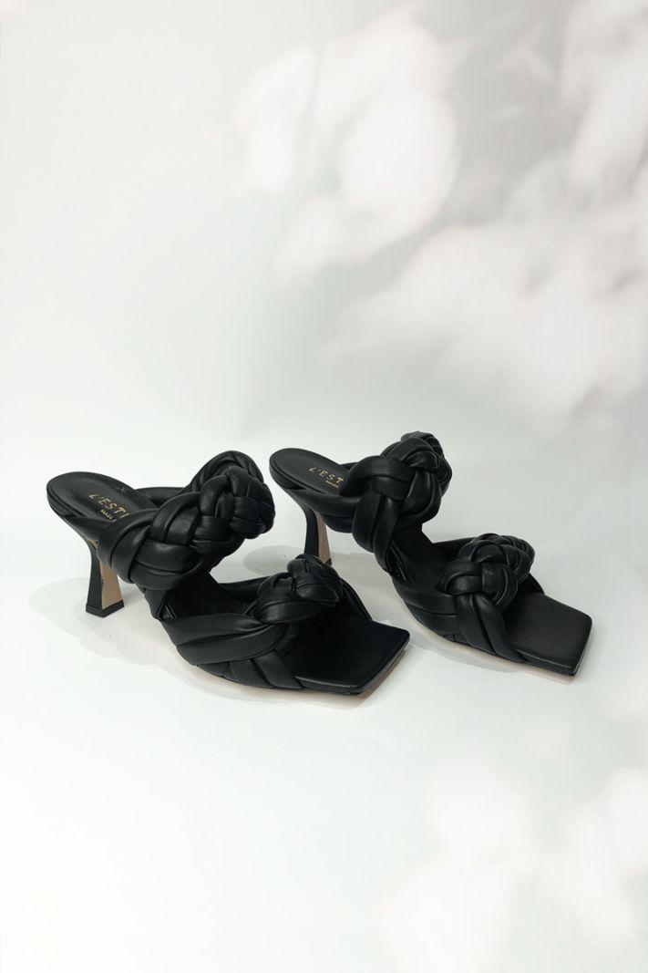 Juodos aukštakulnės basutės su pyne