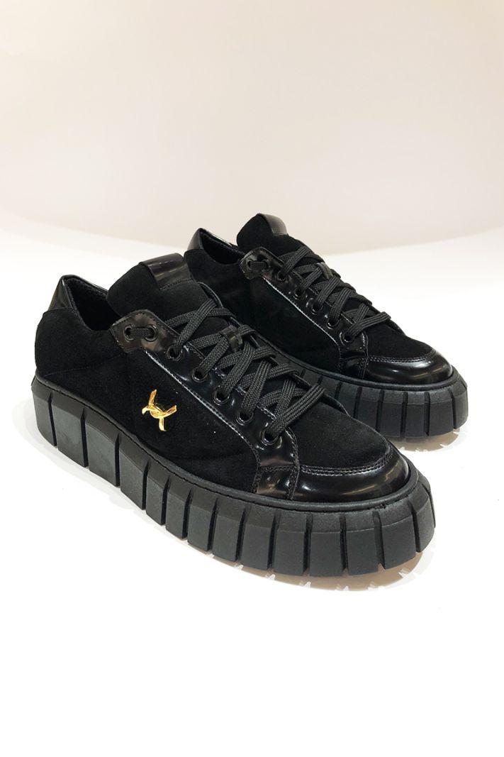 Verstos odos laisvalaikio batai su auksine detale