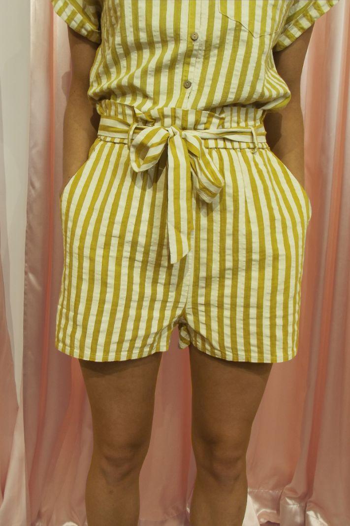 Dryžuoti šortai geltoni