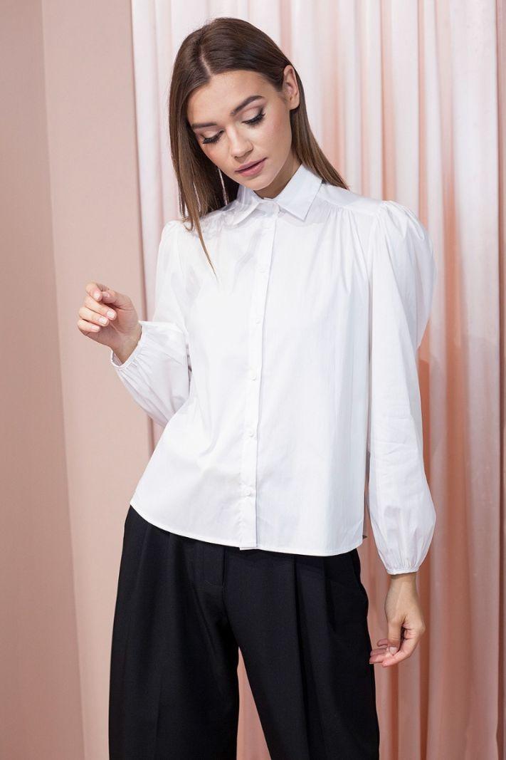 Balti marškiniai pūstomis rankovėmis