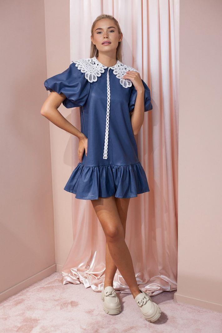 Odinė suknelė su nėriniuota apykakle